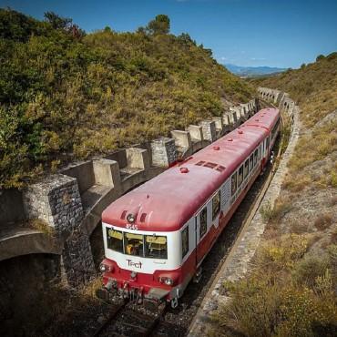 Le train rouge Cathare dans...